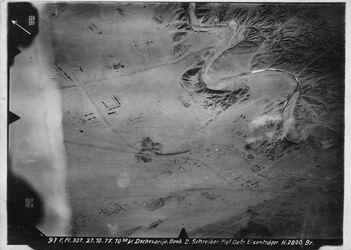 Fotografie Dschesarije bei tell fari Dschesarije westl. Beerseba [Beer Sheva] mit der von den Engl. gebauten Bahn Tell-Rifah-Front (später wohl durchgebaut bis Beerseba) =316 r.o. [GDIp01414-GDIp01415]