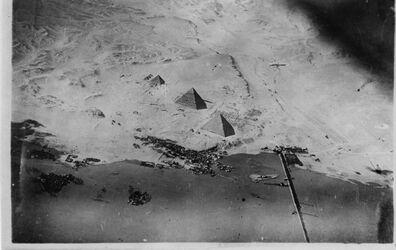 Fotografie [abgeschnitten] [. . . ] Moschee [. . . ] Pyramiden v. Ghize [wohl Gizeh] [. . . ]