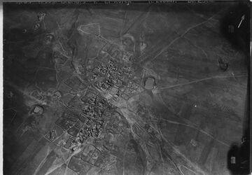 Fotografie Araber Dorf El Kureje [?, Syrien] am Westabhang des Hauran [Hauran (Bergregion)], östl. v Bosra v. SO