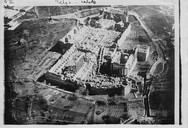 Fotografie [unleserlich] Nr.53 Baalbek-Heliopolis, Akropolis v. WSW l. Haupttempel, r. Bacchustempel