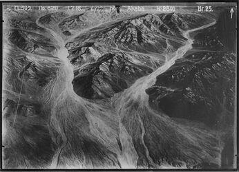 Fotografie nördl. Akaba der obere Teil der linken Schlucht ist dieselbe Schlucht wie in der Mitte des Bildes 10 km nö. Elakaba [Araba] UBR SO