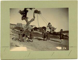 Fotografie Kinder schaukelnd. Nazareth