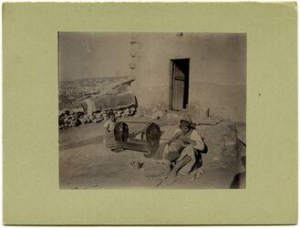 Fotografie Frau u. Wiege. Nazaret [Nazareth]