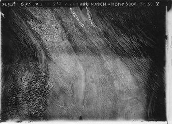 Fotografie w.stl. Abu Kasch [Abu kusch] wohl Tal westl. v. abu kass im Tal Fortsetzung des Weges nach bir ez-zet [birzet], Dorf abu kass [abu kusch] l.u. Nlinin [V/S/U nicht eindeutig lesbar] bei in harase rechts oben gelegen nicht sichtbar