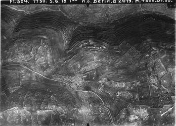Fotografie n. ö. Betin [Beitin, Bethel] Betin-Nablus nördl. Fortsetzung von 73a [GDIp00328] betin Weg r. betin u. Nablus oben Parallelstrasse im Tal v. en el-masaje