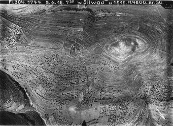 Fotografie w. Silwad Gipfel bis ch-abd el-mahdi Mitte burg berdawil s. singil VI s.östl. n.549 östl. Anschluss an Nr. 550 nördl. v. jabrud [Ain Jabrud] Anschluss an 560 [GDIp00344]