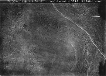 Fotografie n. w. Silwad s.singil IV [siugil?] Strasse Nablus-Jerusalem s. singil [siugil?] Anschluss an 534 [GDIp00355] links oben Pfeil ungenau Anschluss an 547 wenig [GDIp00353] von Tal v. el-mezraa bis ejun el-haramije [Ajun el-haramije] l. Burg el-lizane