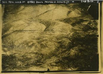 Fotografie Übers. Mezraa et Scherkije oberhalb el-mezraa wadi el-bakara mit Nablus-Strasse schräg gegenüber el-Tell w.s.l. [?] Burg el-lisane l.w. en-nims l. am Rand nahe silwad vgl. Nr. 540 [GDIp00359]