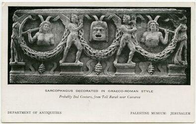 Fotografie Sarcophagus decorated in graeco-roman atyle [Tell Barak, Palestine Museum Jerusalem]