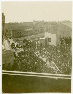 Fotografie Beerdigung zur […?] in Jerus. [Jerusalem] Aussicht nach W. oben St. Pierre