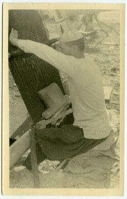 Fotografie Am Webstuhl in Magd el-Khrun [?] [Vergrößerung eines Fotos mit einer Leica]