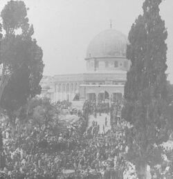 GDIs00011; Stereofotografie; Mosque of Omar during Holy Week. [Jerusalem, Felsendom [Omar-Moschee], Karwoche], aus 153 Stereoskopbildern mit wohl dazugehörigem Stereoskop