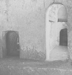 GDIs00020; Stereofotografie; Interior of Tombs of the Kings. [Jerusalem, Königsgräber], aus 153 Stereoskopbildern mit wohl dazugehörigem Stereoskop