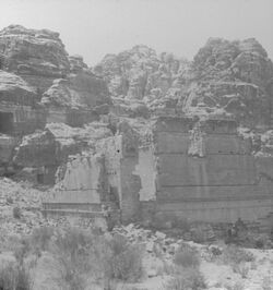 GDIs00081; Stereofotografie; Kasr.Firaûn. [Petra] [Kasr.Firaûn], aus 153 Stereoskopbildern mit wohl dazugehörigem Stereoskop
