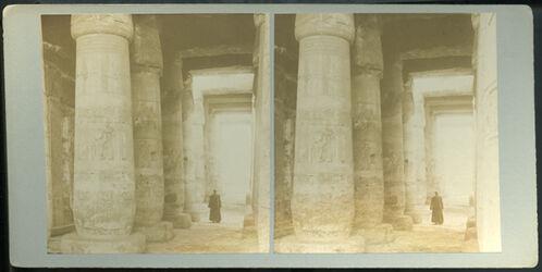 GDIs00117; Stereofotografie; First Hypostyle Hall, Temple of Sethos I, Abydos., aus 153 Stereoskopbildern mit wohl dazugehörigem Stereoskop