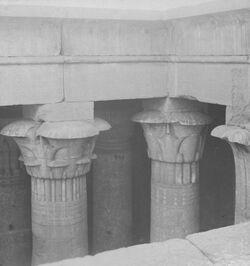 GDIs00124; Stereofotografie; Details of Capitals in Temple of Isis, Island of Philiae., aus 153 Stereoskopbildern mit wohl dazugehörigem Stereoskop