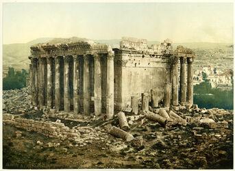 GDIs00191; Photochrom; Balbek. Temple de Jupiter. [Baalbek, Jupiter-Tempel, Außenbau], aus 73 losen Farbdrucken in Schmuckeinband