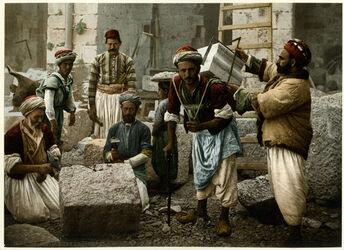 Photochrom Tailleurs de Pierres à Jérusalem [Steinmetze in Jerusalem]