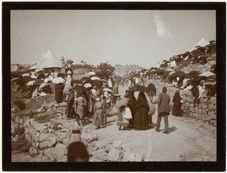 Fotografie Zuschauer f. nebi musa-Zug von d. Stephanustor [Jerusalem]