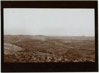 """Fotografie Blick v. ras el-mukabbir Blick nach S. ferdis"""", durchgestrichen - vor der Ziffer 120 - """"wohl"""" sowie rechts der Ortsangabe """"471 [?]"""", """"cf. [?] 121 [GDIs00335]"""