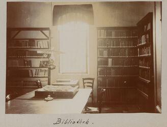 Fotoalbum Bibliothek. [Jerusalem, Palästinainstitut]