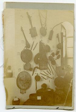 Fotoalbum Sammlung musikal. Instrumente [Jerusalem, Palästinainstitut]