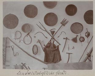 Fotoalbum Landwirtschaftliche Geräte. [Jerusalem, Palästinainstitut]