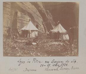 Fotoalbum Lager in Petra am Ausgang es sik. Chajjal Dalman Baumann, Sarowy, Oehler. 24.-29. März 1904.
