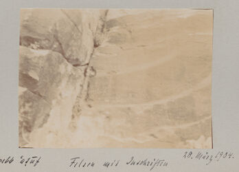 Fotoalbum Felsen mit Inschriften [Petra]. 28. März 1904.