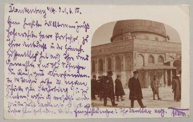 Fotoalbum [Jerusalem, Felsendom, Dalman mit Stipendiaten, Postkartenmotiv]