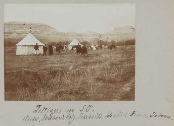 Fotoalbum Zeltlager von SO. Riedel, Eberhard, Volz, Eckehardt [wohl: Richard Eckardt], Schwöbel, Fenner, Dalman [bei der Jordanbrücke, gisr el-megami].