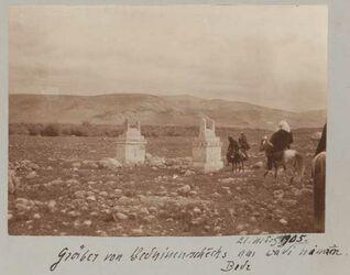 Fotoalbum 21. März 1905. Gräber von Beduinenschechs von wadi nimrin. Bedr [Wadi bedr]
