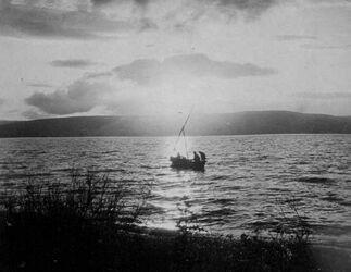 GDIs01392; Fotoalbum; 29. März 1905. Abends am See, Album Gustaf Dalman, 1905, Blatt 50 Vorderseite (GDIs01391) oben links