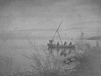 GDIs01394; Fotoalbum; 29. März 1905. Abfahrt unseres Boots nach samach [See Genezareth]., Album Gustaf Dalman, 1905, Blatt 50 Vorderseite (GDIs01391) oben rechts