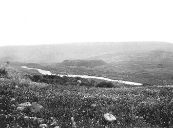GDIs01397; Fotoalbum; Beim Lagerplatz an der Jordanbrücke gegenüber Kreufahrerfort J. [?], Album Gustaf Dalman, 1905, Blatt 50 Vorderseite (GDIs01391) unten rechts