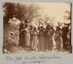 Fotoalbum 18/4 1906 An der Säulenstrasse von Sebastie.
