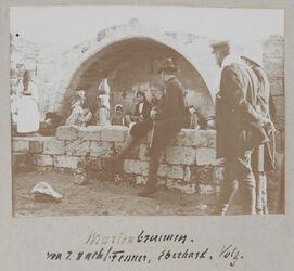 Fotoalbum Marienbrunnen. von r. nach l. Fenner, Eberhard, Volz.