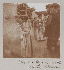 Fotoalbum Frau mit Wiege in sebastie Schwöbel, Zickermann.