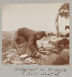 Fotoalbum Mittagsrast in et-tajjibe [Aglun]. Chalil räumt ab.