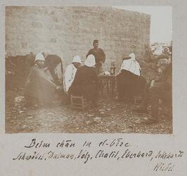 Fotoalbum Beim chan in el-bire [el bire]. Schwöbel, Dalman, Volz, Chalil, Eberhard, Eckehardt [Richard Eckardt?] Riedel