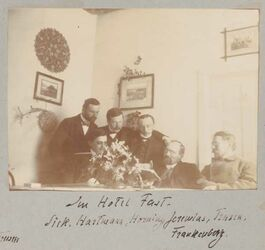 Fotoalbum Im Hotel Fast [Jerusalem]. Sick, Hartmann, Horning, Jeremias, Trusen, Frankenberg.
