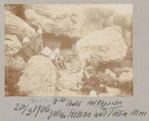 Fotoalbum G. D. Chalil [mit Bleistift: Trusen] Mittagsthee zwischen Hebron und Totem Meer