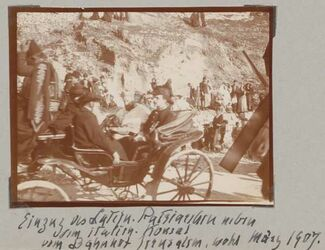 Fotoalbum Einzug aus Latein. Patriarchen neben dem italien. Konsul vom Bahnhof Jerusalem, wohl März 1907