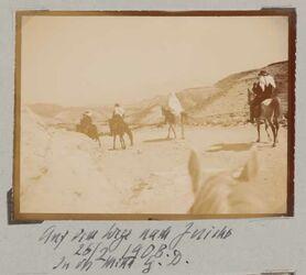 Fotoalbum Auf dem Wege nach Jericho 16/2/1908 In der Mitte G. D. [Gustaf Dalman]