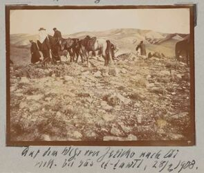 Fotoalbum Auf dem Wege von Jericho nach Ai [?]. Viell. Bei ras et-tawil, 28/3 1908.