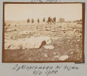 Fotoalbum Zyklopenmauer bei hezma [?] 4/3 1908.