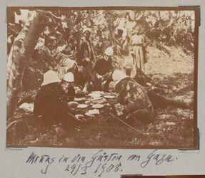 Fotoalbum Mittag in den Gärten von Gaza. 29/3 1908.