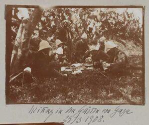 Fotoalbum Mittag in den Gärten von Gaza 29/3 1908.