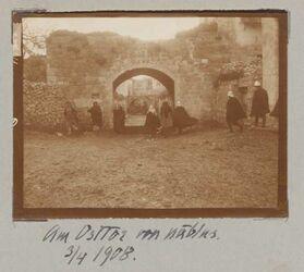 Fotoalbum Am Osttor von nablus. 3/4 1908.