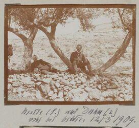 Fotoalbum Nestle (l.) und Duhm (r) wohl bei bettir [Wadi Bettiir]. 12/3 1909.